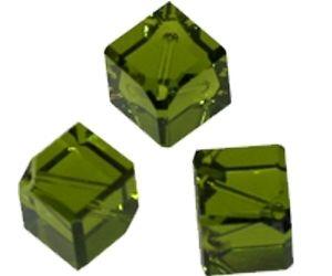 Swarovski Perle, Würfel, diagonal gebohrt, 3 Stück, 8mm, olivine