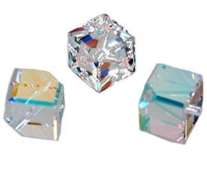 Swarovski Perle, Würfel, diagonal gebohrt, 3 Stück, 8mm, crystal AB